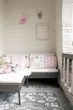 Absolutely LOVE this idea for a cozy nook on a deck. The colors are amazing with the white brick.Absolutely LOVE this idea for a cozy nook on a deck. The colors are amazing with the white brick. Small Patio Ideas On A Budget, Budget Patio, Sofas For Small Spaces, Small Apartments, Balcony Furniture, Home Furniture, Furniture Design, Cheap Furniture, Rustic Furniture