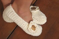 This listing is for a CROCHET PATTERN! Pattern No. 19 These handmade crocheted slippers are warm, super soft perfect for lounging around the house! They make amazing gifts too! Skill Level: Easy A