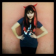 Uno de mis Maquillajes de Diabla, para Halloween, uso una peluca con cachos!  Espero que les Guste es muy Inspirado en Mujeres hermosas tipo elvira misstress darkness
