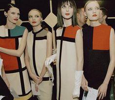 """Los """"vestidos Mondrian """" fueron presentados en la colección otoño – invierno de 1965, Yves Saint Laurent abrió su casa de modas en 1961, llamando la aten..."""