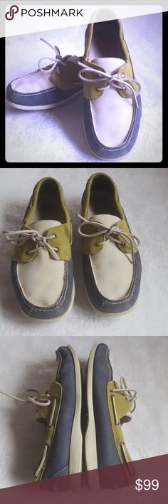 🔴DISC SHIP🔴Rockport Boat Shoes Blue Green Cream Rockport leather boat shoes. Thick, soft, supple leather in periwinkle slate blue, lime green & creamy white.  Very good used condition. Smoke free and pet free home.  Check out my other listings - 100's of 👠shoes👠, 👢boots👢 and 👜bags👜. Bundle 2 or more and save money!💲💰💲 (81304) Rockport Shoes Boat Shoes