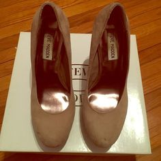 STEVE MADDEN PUMPS Steve Madden pumps in nude. Gently worn as seen in pics. About a 5.5 inch heel with platform. Steve Madden Shoes Platforms