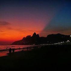 """""""Crepúsculo de quase verão. Celebrações cariocas!"""" Mais um belíssimo click do @ighelal  É muita lindeza, gente!!!"""