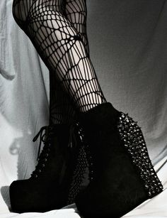 Nu Goth Fashion Tip Nº4: Platforms Shoes by Syberklaw - http://ninjacosmico.com/22-fashion-tips-nu-goth/