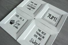 "simple thoughts gebaksbordjes versieren met quotes als ""Cute as a cupcake"""