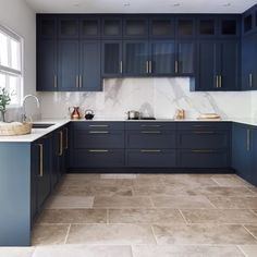 Spray Paint Kitchen Cabinets, Shaker Kitchen Doors, Navy Blue Kitchen Cabinets, Modern Shaker Kitchen, Blue Kitchen Furniture, Contemporary Kitchen Cabinets, Shaker Style Kitchens, Modern Country Kitchens, Minimalist Kitchen