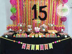También para los XV años tenemos mesas de dulces! Qué les parece esta con el tema de colores neón?!