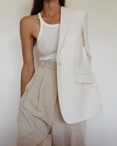 We've rounded up the most expensive-looking, trendy summer outfits that look Like they cost a fortune (but don't). 6 Summer Outfits That Look Like They Cost a Fortune (But Don't) - 6 Summer Outfits That Look Like They Cost a Fortune (But Don't) Looks Chic, Looks Style, Trendy Summer Outfits, Casual Outfits, Basic Outfits, Sexy Outfits, Summer Clothes, Mode Outfits, Fashion Outfits