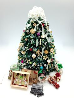 miniature christmas tree - Miniature Christmas Decorations For Dollhouses