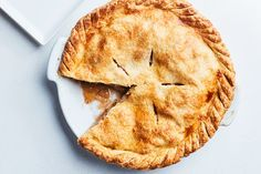 Our favorite apple pie is the perfect combination of an all-butter flaky crust and tender, toothsome. - Photo by Chelsea Kyle, Prop Styling by Alex Brannian, Food Styling by Ali Nardi Best Apple Pie, Best Pie, American Apple Pie, Apple Pie Recipes, Tart Recipes, Apple Desserts, Dessert Recipes, Apple Pie Recipe Epicurious, Sweet Tarts