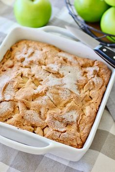 Apple Bundt Cake Recipes, Moist Apple Cake, Easy Apple Cake, Apple Recipes Easy, Apple Desserts, Easy Cake Recipes, Dessert Recipes, Easy Desserts, Delicious Desserts