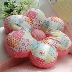 Wonderful Mesmerizing Sewing Ideas for All. Awe Inspiring Wonderful Mesmerizing Sewing Ideas for All. Cute Pillows, Diy Pillows, Decorative Pillows, Throw Pillows, Felt Crafts, Crafts To Make, Diy Crafts, Sewing Crafts, Sewing Projects