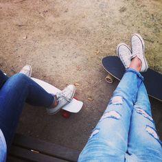 Good evening with @amw__  #good #evening #park #sunny #weather #wednesday #friends #girls #boarding #board #longboard #city #noorderplantsoen #white #converse #allstars #jeans #Padgram
