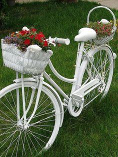 Garden Junk Ideas – How to Create Unique Garden Art from Junk - Garden Design 2019 Bicycle Decor, Old Bicycle, Art Crea, Bike Planter, Plant Breeding, Garden Junk, Spring Landscape, Unique Gardens, Front Yard Landscaping
