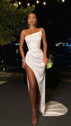 Stunning Prom Dresses, Split Prom Dresses, Pretty Prom Dresses, Glam Dresses, Strapless Dress Formal, White Formal Dresses, Dresses For Prom, Formal Gowns, Evening Dresses For Weddings