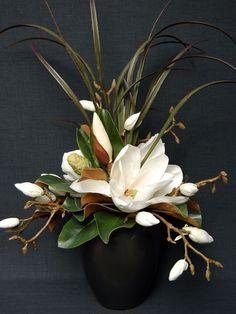 #64 - Cream Magnolia - Medium Rian Pot