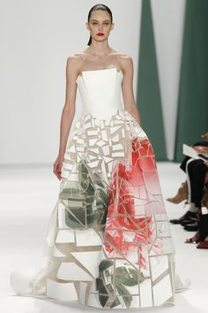 """euvieira: """"euvieira wgsn: """" We're loving the broken large floral print on this @HouseofHerrera #NYFW #MBFW #SS15 structured A-line maxi dress. """" """""""