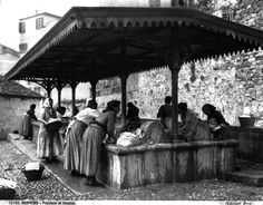 Sanremo - Women of the populace at the wash house before 1925 Carlo Brogi