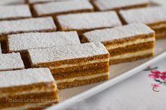 Honey cake with jam Romanian Desserts, Romanian Food, Baking Recipes, Cake Recipes, Dessert Recipes, Mini Cakes, Cupcake Cakes, Bulgarian Recipes, Honey Cake