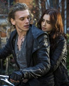 Jamie Campbell Bower Mortal Instruments Jace Wayland Jacket is available in the color black and is made from genuine leather with a lapel style collar. Clary Fray, Clary Y Jace, Jamie Campbell Bower, Mortal Instruments Jace, Immortal Instruments, Cassandra Clare, Anne And Gilbert, Shadowhunters, Cassie Clare