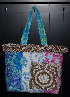 Free pattern for DIY diaper bag w/ lots of pockets