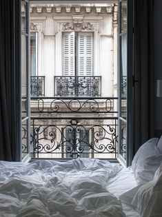 Der perfekte Weg, um in Paris aufwachen. Eine Tasse Kaffee und einen Blick auf d… The perfect way to wake up in Paris. A cup of coffee and a view of the Parisian rooftops from your bed. Bedroom Scene, Cozy Bedroom, Parisian Bedroom Decor, Parisian Room, Bedroom Ideas, Bedroom Designs, Bed Designs, Paris Inspired Bedroom, Vintage Paris Bedroom