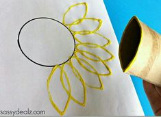Toilet Paper Roll Sunflower Stamp Craft Use a toilet paper roll to make a sunflower stamp! It's a fun flower craft for kids to make. Summer Crafts, Fall Crafts, Toilet Paper Roll Crafts, Paper Crafts, Paper Paper, Tissue Paper, Crafts To Do, Crafts For Kids, Art Activities