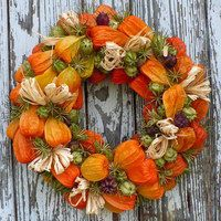 Podzimní věnec z mochyně a černuchy Wreath Crafts, Diy Wreath, Door Wreaths, Fall Flowers, Dried Flowers, Autumn Wreaths, Christmas Wreaths, Fall Flower Arrangements, Deco Nature