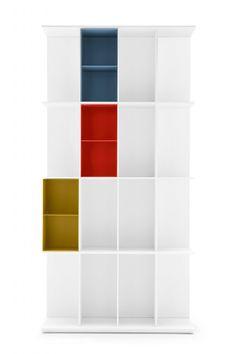 Division di Calligaris è una libreria a muro in mdf laccato goffrato opaco, disponibile in due misure alte e due basse, oltre che in versione freestanding. È personalizzabile con contenitori in alluminio verniciato, in quattro varianti di colore. Misura L 98,5 x P 30 x H 198 cm