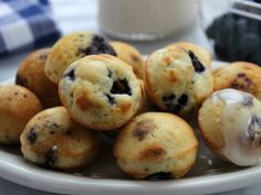 Blueberry Pancake Bites- bite sized pancake bite loaded with blueberries (or whichever mix-in your prefer). Place them in a cup and send the kiddos off to school with a warm, easy and tasty breakfast. Beef Recipes For Dinner, Ground Beef Recipes, Baby Food Recipes, Cooking Recipes, Easy Snacks, Healthy Snacks, Hamburger Dishes, Pancake Bites, Baby Finger Foods