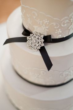 Simple, yet very pretty, black and white cake.