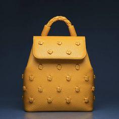"""736 отметок «Нравится», 308 комментариев — PANASKIN (@panaskin) в Instagram: «Рюкзак из серии сумок """"Пластилин"""". Размер: 32×30×12 см. Фото: @kanaplev_leydik»"""