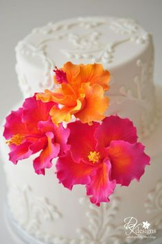 Beautiful pink and orange flowers on white cake