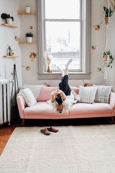 sofá rosa chá