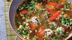 Tento pokrm - Canh chua thịt vien se podává jako součást typické vietnamské večeře, kdy si každý strávník vybírá z mnoha pokrmů na stole. Salsa, Mexican, Ethnic Recipes, Food, Essen, Salsa Music, Meals, Yemek, Mexicans
