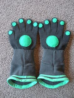 Wild Kratts Gloves by Misty Valadez, via Flickr - and gloves to go with the suit!
