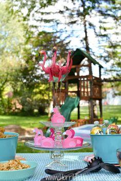 Pink flamingo cupcak