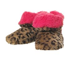 I love these Fuzzy Plushy Bootie Dearfoams Slippers! Fuzzy Boots, Fuzzy Slippers, Slipper Socks, Bedroom Slippers, Womens Slippers, Cheetah Print, Plushies, Winter Hats, Cozy