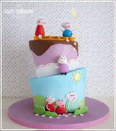 © Mary Das, Cake Thérapie Peppa Pig cake, Topsy turvy peppa pig cake.