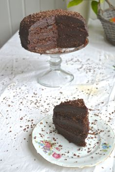 Raw Vegan Devils Food Cake http://www.gluten-free-vegan-girl.com/2014/02/raw-vegan-devils-food-cake.html