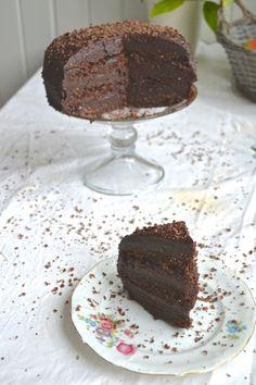 Raw Vegan Devils Food Cake http://www.gluten-free-vegan-girl.com/2014/02/raw-vegan-devils-food-cake.html