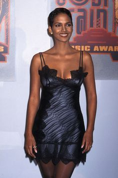 Halle Berry - 31 Throwback Photos of Halle Berry's Fabulous '90s Style
