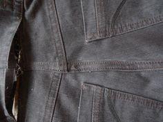 Als je om een of andere reden een paar kilootjes kwijt raakt, ben je daar meestal wel tevreden mee. De keerzijde van de medaille is dat je mooie jeans niet meer past en vermits ze toch wel een ste… Denim Button Up, Button Up Shirts, Altering Clothes, Helpful Hints, Sewing, Vogue, Pants, Tops, Fashion