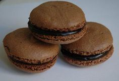 My first macarons! Sweet Recipes, Cake Recipes, Desserts With Biscuits, Macaroon Recipes, Thermomix Desserts, Love Eat, Food Cakes, Desert Recipes, Amazing Cakes