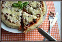Ten przepis to dla mnie bomba! ❤   Rewelacyjna pizza na pysznym, puszystym, drożdżowym spodzie.   W zależności od naszych upodobań przyrzą...