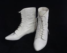 JORDACHE Punk Rocker Woman 80's GRANNY BOOTS Vintage White Leather Victorian Witchy Goth Wedding lace-Up Ankle Walking Shoes Half Boot Shoes Lace Up Ankle Boots, Leather Ankle Boots, Shoe Boots, Lace Weddings, Wedding Lace, Victorian Gothic Wedding, Old School Fashion, Vintage Sneakers, Grunge Fashion