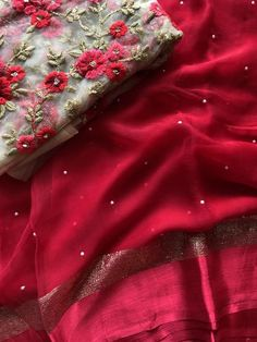 Organza and designer embroidered sarees Simple Saree Designs, Stylish Dress Designs, Stylish Dresses, Fancy Sarees, Party Wear Sarees, Chiffon Saree Party Wear, Drape Sarees, Organza Saree, Saree Wearing Styles