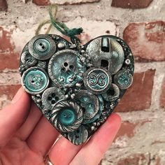 Tiny Treasure for Altered heart with buttons colored with Lindy's stamp gang sprays and art alchemy metallique waxes Old Jewelry, Jewelry Crafts, Jewelry Art, Jewelry Making, Crafts To Make, Fun Crafts, Arts And Crafts, Clay Crafts, Diy Buttons