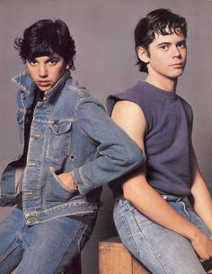 """Ralph Macchio & C. Thomas Howell - The Outsiders Johnny and Pony Boy. """"Do it for Johnny, man! Do it for Johnny! Willie Nelson, The Outsiders Cast, The Outsiders Johnny, Movie Stars, Movie Tv, 90s Movies, Image Film, Cult, Stay Gold"""