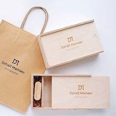 В наличии короба для фото 10х15 по 450р с гравировкой лого! #korabook #woodbox #упаковкафото Photographer Packaging, Usb Packaging, Usb Box